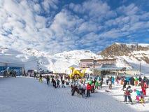 Skitoevlucht op een gletsjer Stock Afbeelding