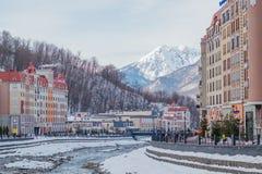 Skitoevlucht Rosa Khutor De Mzymta-Rivier Het landschap van de winter stock afbeelding