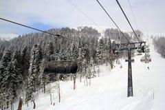 Skitoevlucht Rosa Khutor in Krasnaya Polyana, wintersporten Royalty-vrije Stock Foto's