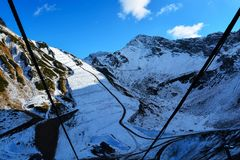 Skitoevlucht, sneeuwafdaling stock foto