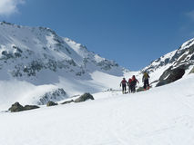 Skitourers προς Mont Colmet στοκ εικόνα