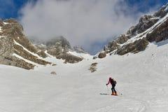 Skitouring在朱利安阿尔卑斯山 库存照片
