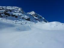 Skitouring in belle alpi nevose Immagine Stock