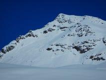 Skitouring in belle alpi nevose Fotografia Stock Libera da Diritti