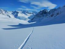Skitouring in belle alpi nevose Fotografia Stock
