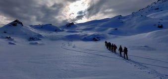 Skitouring nos cumes austríacos foto de stock royalty free