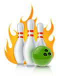 Skittles und Kugel für Bowlingspielspiel Stockfotografie