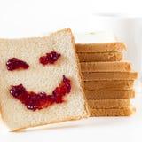 Skiva av bröd med personlighet: & x29; royaltyfria bilder
