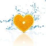 Skiva av den hjärta formade apelsinen Royaltyfri Fotografi