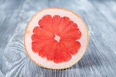 Skiva av den röda grapefrukten Närbild detaljerat Fotografering för Bildbyråer