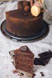 Skiva av en chokladkaka arkivfoton
