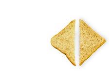 Skiva av ett bröd för helt vete som isoleras på en vit bakgrund arkivfoton
