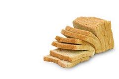 Skiva av ett isolerat bröd för helt vete arkivfoton
