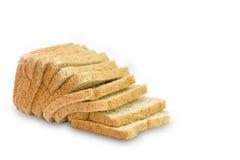 Skiva av ett isolerat bröd för helt vete fotografering för bildbyråer