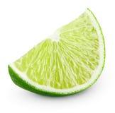 Skiva av limefruktcitrusfrukt som isoleras på vit Arkivbild