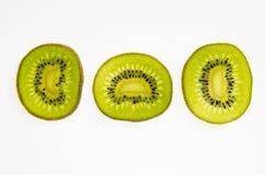 Skiva av ny kiwi på vit Fotografering för Bildbyråer