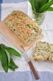 Skiva av nytt bakat bröd Royaltyfria Bilder