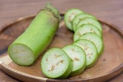 Skiva av rå grön aubergine Royaltyfria Foton