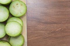 Skiva av rå grön aubergine Royaltyfri Foto
