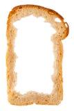 Skiva av vitt bröd med mittsaknaden, skorpa som ram royaltyfria bilder