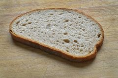 skiva för brödcuttingplatta arkivfoto