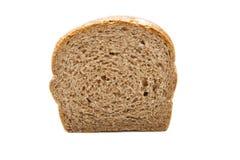 Skiva för brunt bröd som isoleras på vit Royaltyfri Bild