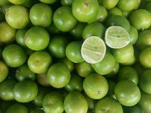 Skiva- och citronbakgrund Arkivfoton