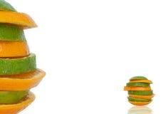 Skivad apelsin i torn Arkivfoton