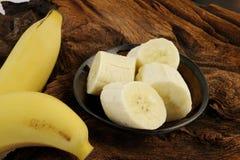 Skivad banan i bunke Fotografering för Bildbyråer