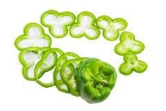 Skivad grön spansk peppar ringer på en ljus bakgrund Royaltyfri Fotografi