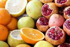 skivad half ananas för bakgrundssnittfrukt Fotografering för Bildbyråer