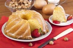 skivad jordgubbe för cake kniv Royaltyfri Bild