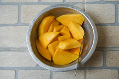 Skivad mogen mango Royaltyfria Foton