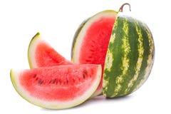 Skivad mogen vattenmelon som isoleras på vit Arkivbilder