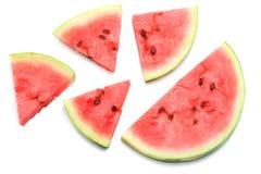 Skivad mogen vattenmelon som isoleras på vit bakgrund Arkivbilder