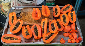 skivad papaya fotografering för bildbyråer