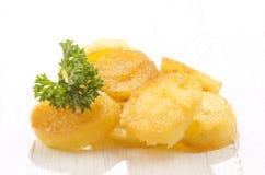 Skivad potatis med persilja Royaltyfria Foton