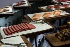 Skivad salami för frukost fotografering för bildbyråer
