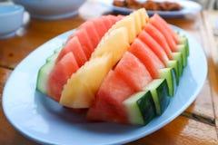 Skivad vattenmelon och skivad cantaloupmelon Royaltyfri Fotografi