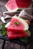 Skivad vattenmelon och mintkaramell Arkivbilder