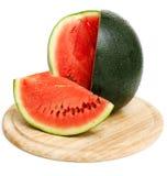 Skivad vattenmelon på träbräde Arkivfoto