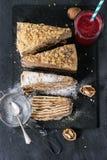 Skivade hemlagade Honey Cake Fotografering för Bildbyråer