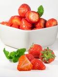 Skivade jordgubbe- och mintkaramellsidor Royaltyfri Foto
