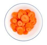 Skivade morötter i en bunke Arkivfoto