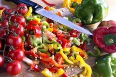 Skivade peppar som är klara att laga mat Royaltyfri Bild