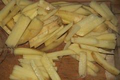 Skivade potatisar, innan att steka Royaltyfri Fotografi
