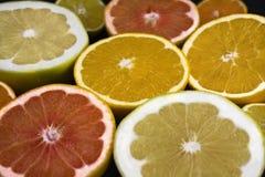 Skivade tropiska frukter Arkivfoton