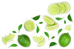 Skivade vith sidor för limefrukt som isoleras på vit bakgrund med kopieringsutrymme för din text Top beskådar Lekmanna- modell fö royaltyfria foton