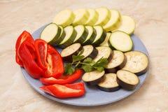 Skivade zucchini, aubergine och peppar Royaltyfria Foton