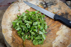 Skivakökmintkaramell och thai mat för kniv Royaltyfri Foto
